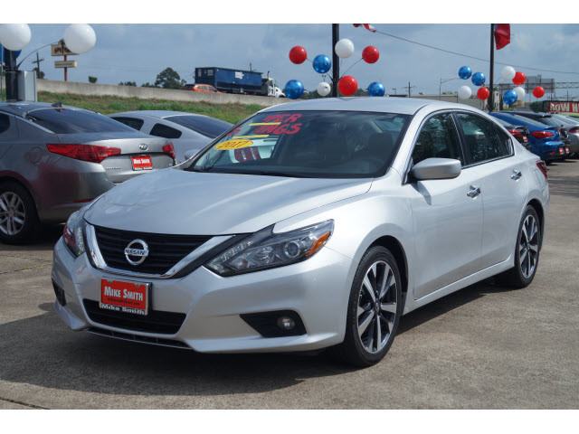 ... FRONT WHEEL DRIVE SEDAN. Pre Owned 2017 Nissan Altima 3.5 SR