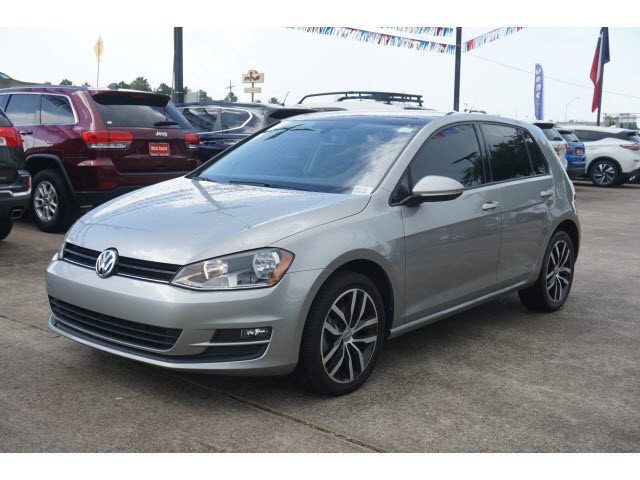 Pre-Owned 2017 Volkswagen Golf SE